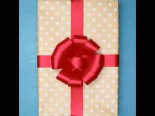 3 красивых способа украсить подарок бантом