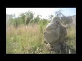 Осколок снаряда попадает в солдата НАТО. Операция в Афганистане. Минометный обстрел, бомбардировка, осколочное ранение, война