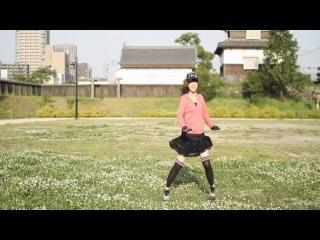 Няшечка японочка Макото-тян танцует под песню из Bakemonogatari, песня Ханадзавы Каны Renai Circulation