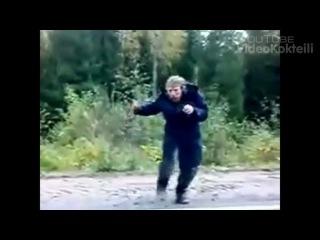 Нереально позитивный бомж танцует под песню Натали)))))))ухахах угары)))