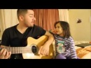 Папа и дочка поют дуэтом для мамы
