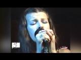 Міла Йовович - Ой у гаю при Дунаю. Міла Йовович співає Українську пісню. Milla Jovovich - In A Glade