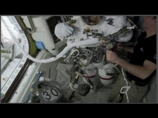 Астронавты NASA выходят в открытый космос