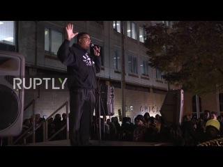 США: Сотни пикетировал Чикаго полиции штаб в связи с годовщиной Лакуан Макдональд съёмки.
