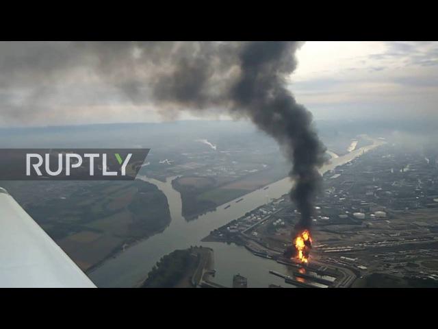 Германия: Огонь поглотит БАСФ химический завод следующий взрыв; несколько пропали без вести.