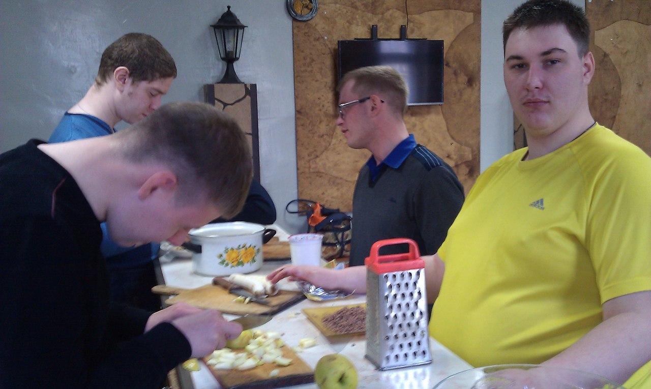В клубе инвалидов «Вера» состоялись «Кулинарные забавы». В итоге получился фруктовое блюдо «Фантазия»