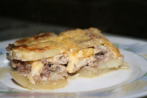 Мясная запеканка    Ингредиенты:    картофель (6шт),  фарш свинина говядина (400г),  грибы (100-150г),  лук (1шт),  сметана (...
