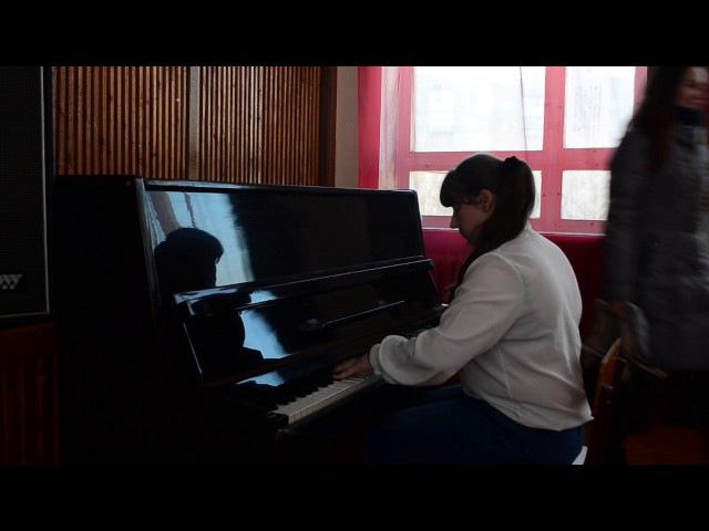 Білоцька Валерія 8В - Гра на фортепіано (33 школа має талант)