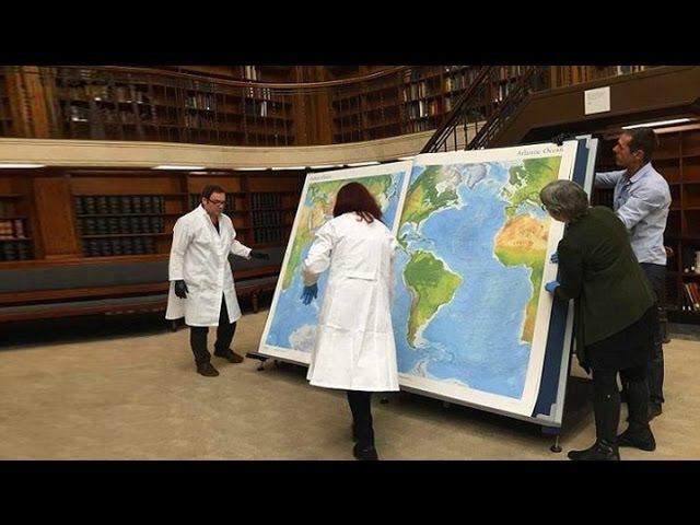 Ищем Азербайджан и Армению на древних картах в университетской библиотеке.