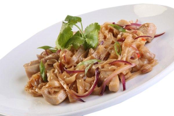Заказать Лапша с курицей по-тайски с доставкой на дом в Серпухове, Суши-бар ТАЙХЕО