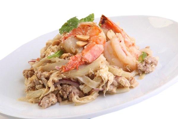 Заказать Лапша со свининой по-тайски с доставкой на дом в Серпухове, Суши-бар ТАЙХЕО