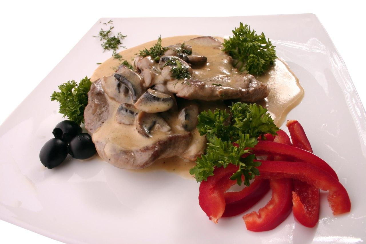 Заказать Свинина с грибами с доставкой на дом в Серпухове, Суши-бар ТАЙХЕО