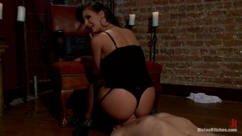 Смотреть секс страпон, как трахает мужика страпоном бесплатно