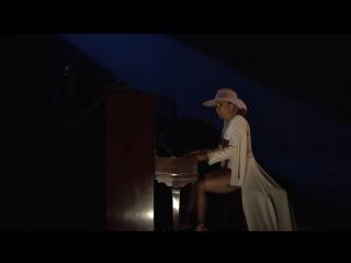 Lady Gaga - Million Reasons (Live @ SNL)