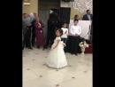 Скромно. 🌸 - Маленькая девочка красиво танцует