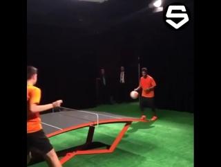 Настольный футбол с Роналдиньо