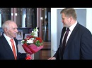 Мэр поздравляет участника Курской битвы