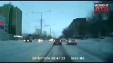 Момент ДТП_ Автомобиль столкнулся с трамваем, Усть-Каменогорск, 24.11.2016 spletni_uka