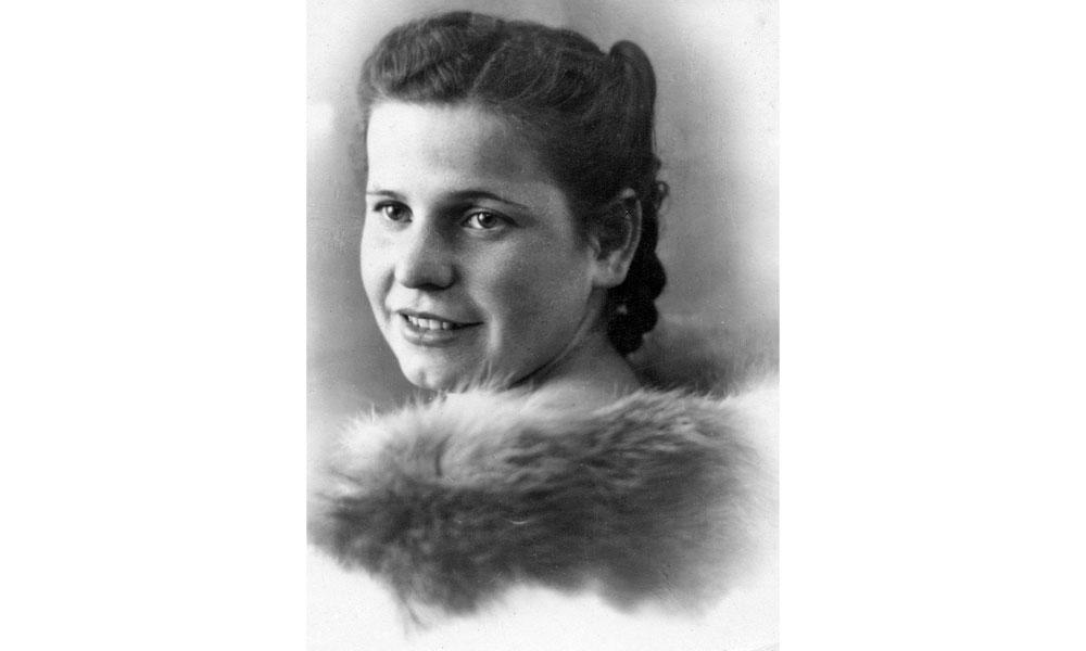 Зинаиде Карасевой 19 лет, 1945 г.