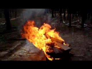 Прыгаем через горящие покрышки  (  спалил волосы на ногах )
