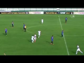 Бразилец забил гол с розыгрыша мяча