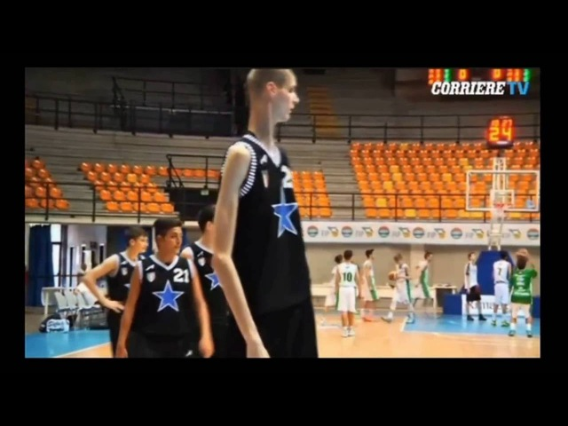 Robert Bobroczkyi 15 лет. 2 метра 30 см (Слендермен)