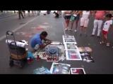 Уличный художник в Риме. Очень крутое трафаретное рисование баллончиками.