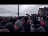 Скачут, как на Майдане. Реально скачут. Митинг Навального.