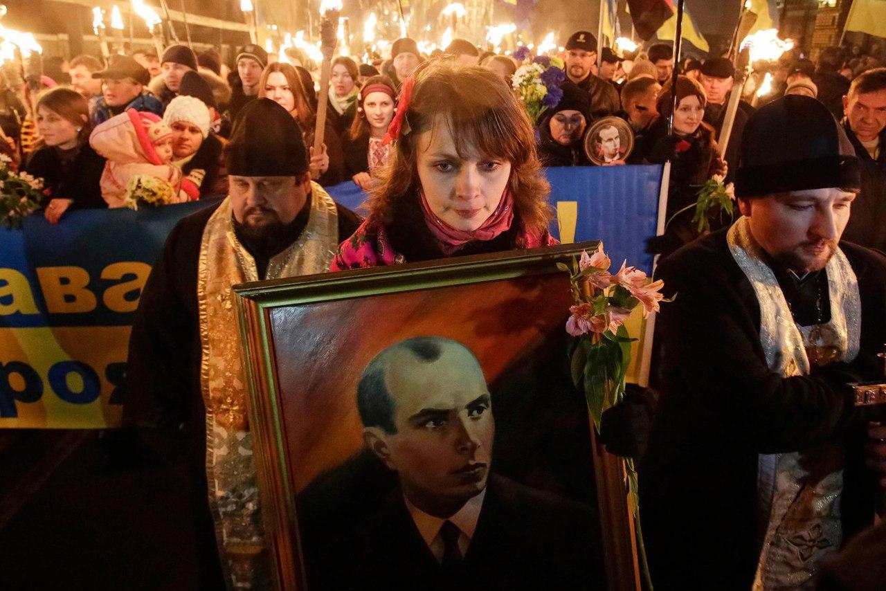 Глядишь, скоро и Гитлера реабилитируют  Украинский институт национальной памяти готовит реабилитацию банде�...