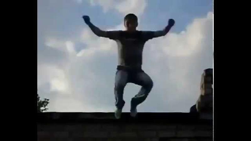 Пацан упал с крыши и не разбился ШОК!