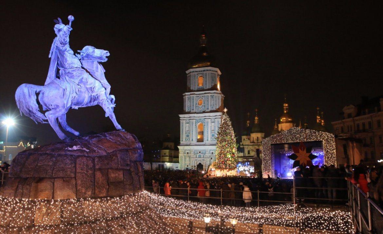Куда пойти на Новый год 2017 в Киеве? Где будут ёлки 2017?