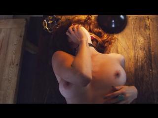 Молодая сексуальная девушка полностью раздевается в горячем клипе [ сиськи жопа секс эротика голая студентка школьница модель ]