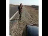 Девушка красиво танцует лезгинку