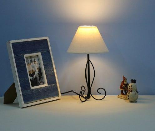 Современный настольный светильник