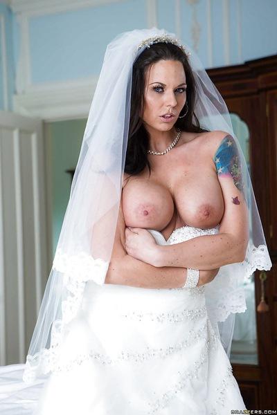 Под юбкой невесты порно фото