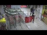Насильник час преследовал жертву в запертом супермаркете