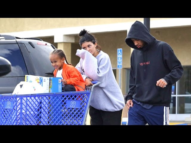 Kylie And Tyga Take King Cairo On Shopping Spree, Asked About Arrest Of Kim's Robbers » Freewka.com - Смотреть онлайн в хорощем качестве