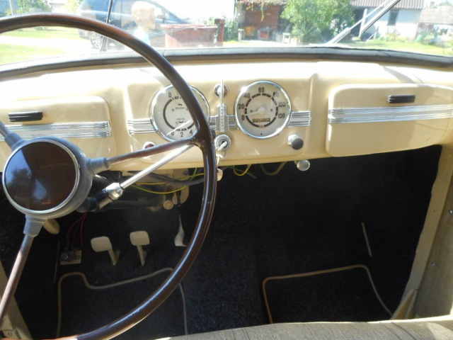 Moskvich M401 oldtimer car