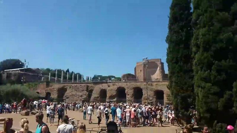 завжди черга я за 8 м що живу в Римі ще всередину Колізею не попала😂