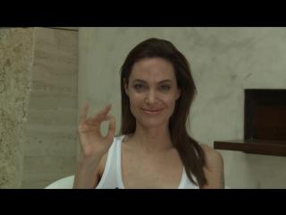 Сообщение Анджелины для Universal Pictures