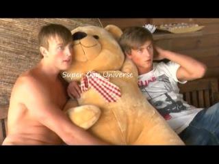 GAY KISS GAY KISSING BOYS GAY GUYS PERFECT BEAUTIFUL CUTE COUPLE Teddy bear GAY LOVE COLLEGE ROMANCE