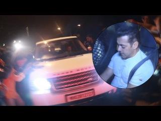 FANS Go Crazy For Salman Khan At Shah Rukh Khan's Mannat   DEAR ZINDAGI Party