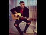 Парень классно поет и играет на гитаре песню : Ты моя ☼