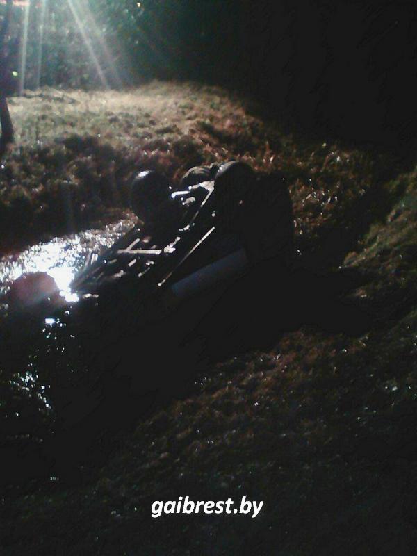 """В Бресте водитель """"LandRover"""" вылетел в мелиоративный канал"""