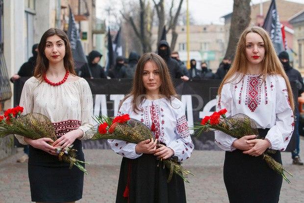 Karpatszka Szics felvonulása Ungváron, képanyag: 64 kép EZ6ooA-Wxd0