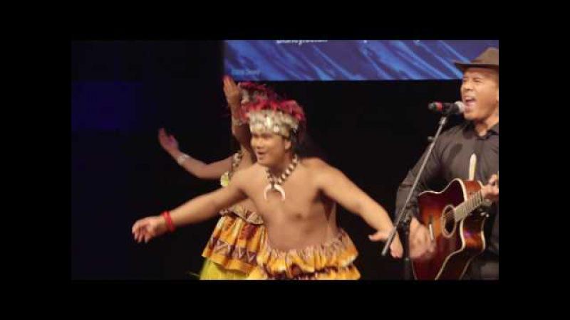 Opetaia Foa'i Sings We Know The Way At Moana UK Premiere