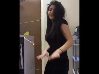 Хабиби хорошо танцует [Нетипичная Махачкала]