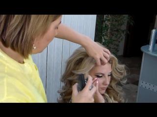 Выразительный макияж и прическа локоны