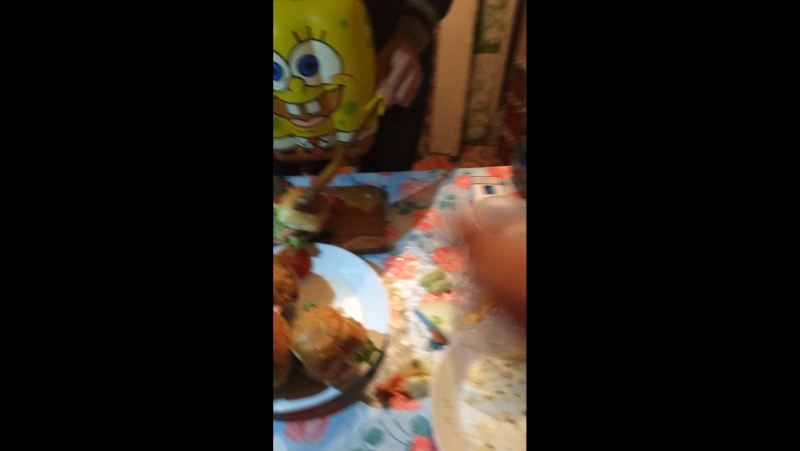 Спанч боб готовит бургеры