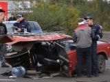 Машину разорвало пополам из-за столкновения. Есть пострадавшие